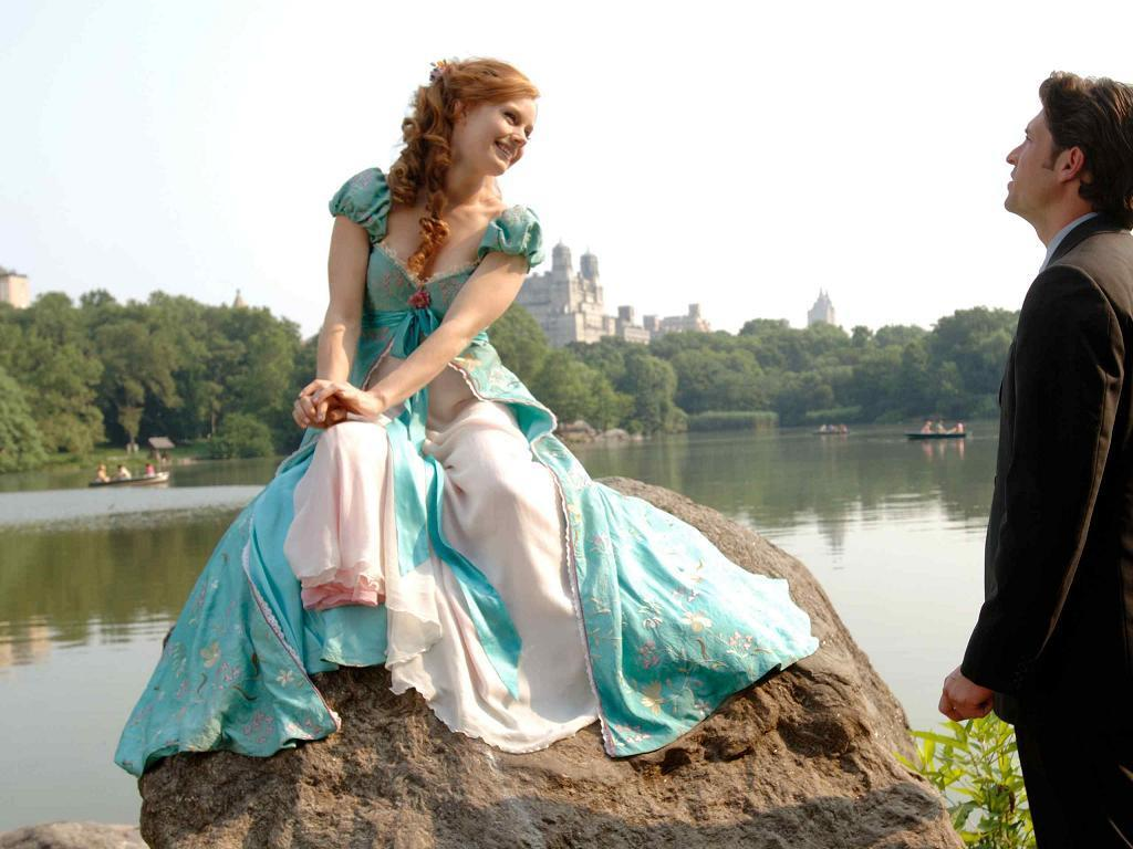 Disney Wallpaper Giselle Robert Enchanted 1024 768 Wallpaper